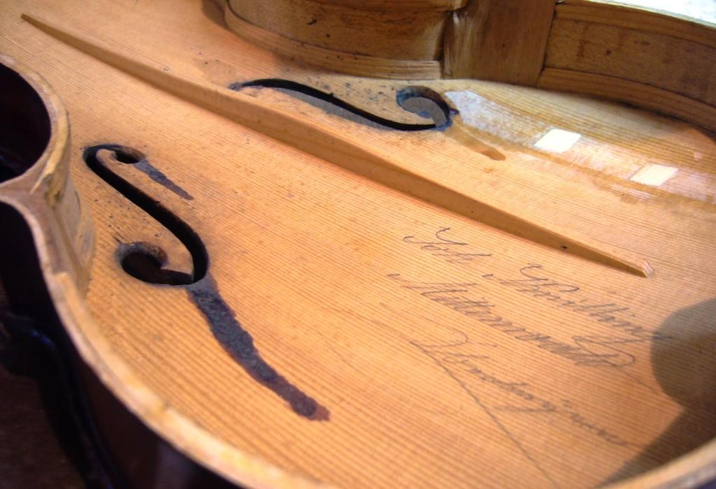Violine J. Knilling